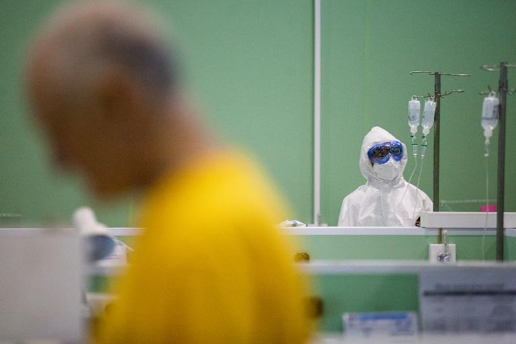 «Важный момент— мынезнаем настоящих последствий этого вируса. Врачи все чаще признают, что аффектация легких или желудка приводит кбольшому количеству смертей, особенно среди пожилых илюдей, страдающих определенными заболеваниями»
