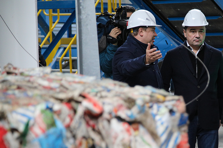 Резко нарастили обороты два предприятия— УК«ПЖКХ» и«Чистый город».Первым владеет закрытый паевый фонд, авовторой бенефициаром через «Рт-Инвест Финанс» заявлен некто иной, а«мусорный король»Андрей Шипелов (слева)