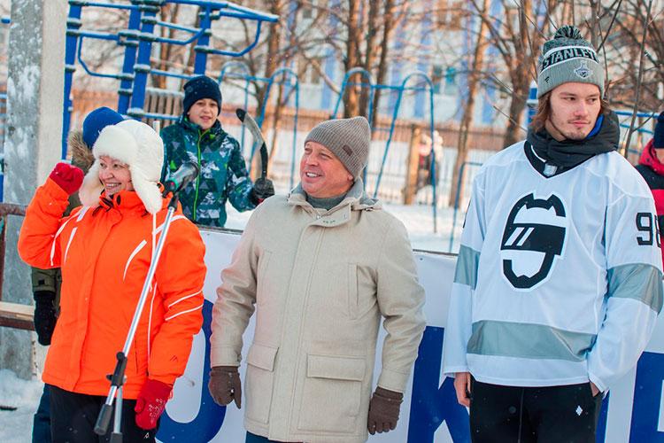 Почетными гостями турнира стали мэр города Айдар Метшин и помощник гендиректора ПАО «Нижнекамскнефтехим» по работе с муниципальными органами Эльвира Долотказина