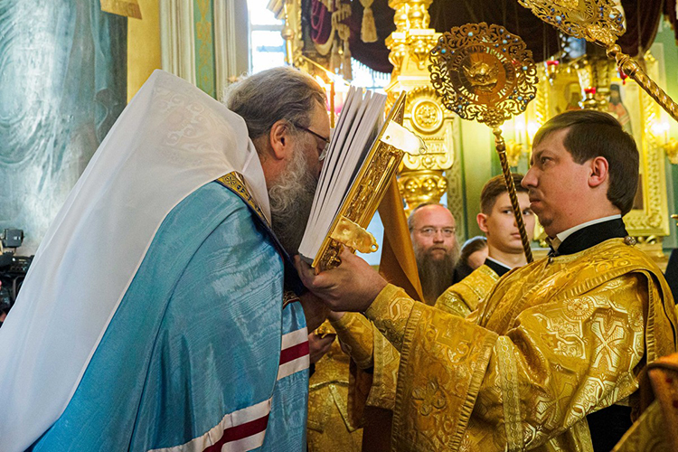 Кирилл напомнил прихожанам охристианской любви и отметил, что самый великий праздник Богородицы «нанашей земле»— это праздник Казанской иконы Божией Матери