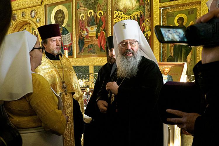 Митрополит Кирилл:«Татары — нормальные все люди. Какая разница? Вы понимаете, я же представитель еще «того» времени. Мы выросли в Советском Союзе, где для нас не было ни татар, ни башкир, ни коми-пермяков. А сейчас, в этой жизни, взаимопроникновение культур будет более явственно выражаться»