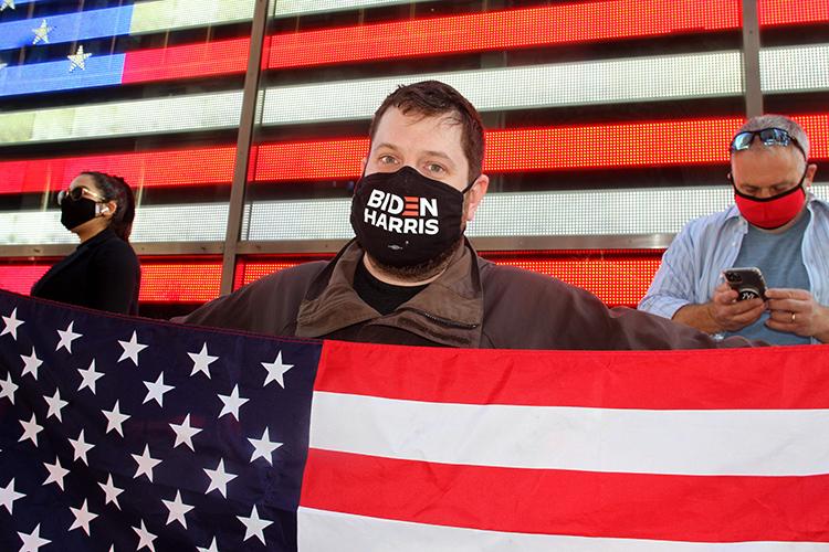 Навыборы президента США вэтом году пришли проголосовать две трети американцев, почти 160млн человек— это высочайшая явка за120лет. Изних свои голоса заБайдена отдал 81 миллион граждан США