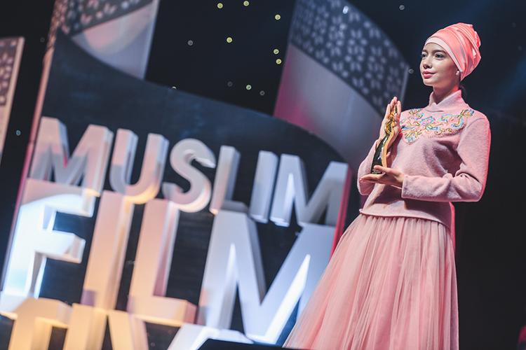 Свои изменения 2020 год привнес ивсферу киноискусства. Например, фестиваль мусульманского кино прошел вэтом году врежиме закрытого просмотра, инанем минкульт неакцентировал особого внимания
