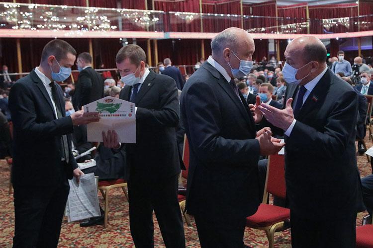 Важность мероприятия подчеркнул политический бомонд Татарстана, который прибыл на открытие почти в полном составе: не хватало лишь госсоветника Минтимера Шаймиева
