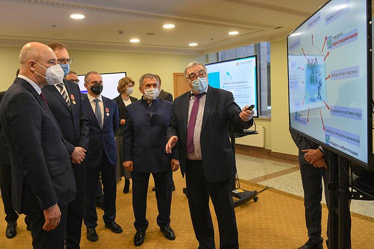 Для московских гостей была организована небольшая выставка местных достиженийпочасти предоставления субсидий ипроведения электронных торгов