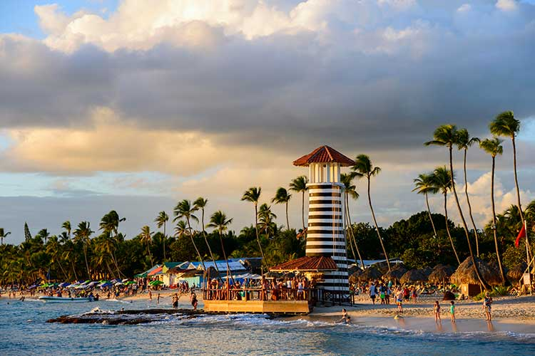 Зимний сезон 2019/2020 показал, что россияне очень любят Доминиканскую Республику. Официально страна готова принимать наших путешественников сиюля 2020 года, но насегодняшний день рейсы вДоминикану невыполняются