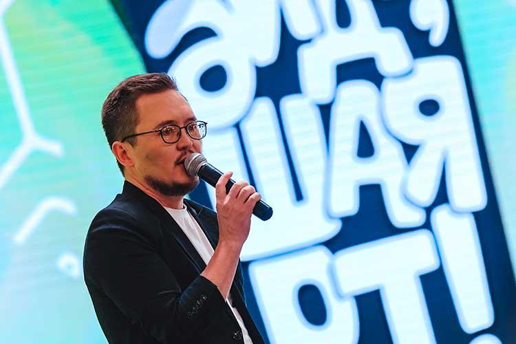 Рамиль Агдеев рассказал о том, как в татароязычный юмор входят новые форматы, а артисты и продюсеры борются за внимание зрителя в новых условиях