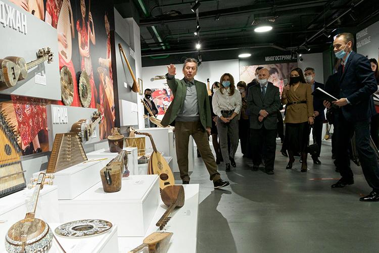 Генеральный директор«Татнефти»Наиль Маганов (слева) все больше соответствует имиджу «хранителя юго-востока РТ». Буквально вэти выходные вАльметьевске открылся уникальный для города общественный центр «Алмет» сконцертным залом и выставочными пространствами