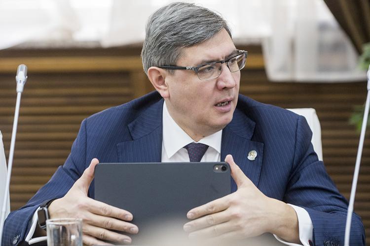 Роман Шайхутдинов: «Досих пор существует ряд нерешенных задач врамках одного изважнейших направлений цифровой экономики— подготовки кадров»