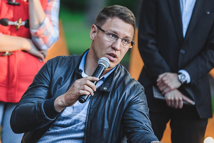 Сергей Миронов: «Мыпроводим большое количество мероприятий, иблагодаря айдентике люди привыкают кодному бренду. Онподнимает настроение иобъясняет, кто отвечает замероприятие»