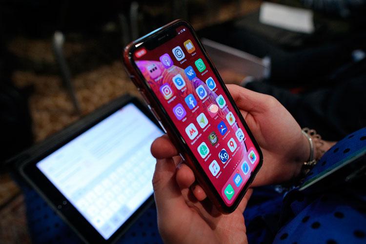 «Возвращаемся ксмартфону: оннапичканИИ. Камера, поисковик, почта, система подсказывания музыки— это все прикладное использованиеИИ»