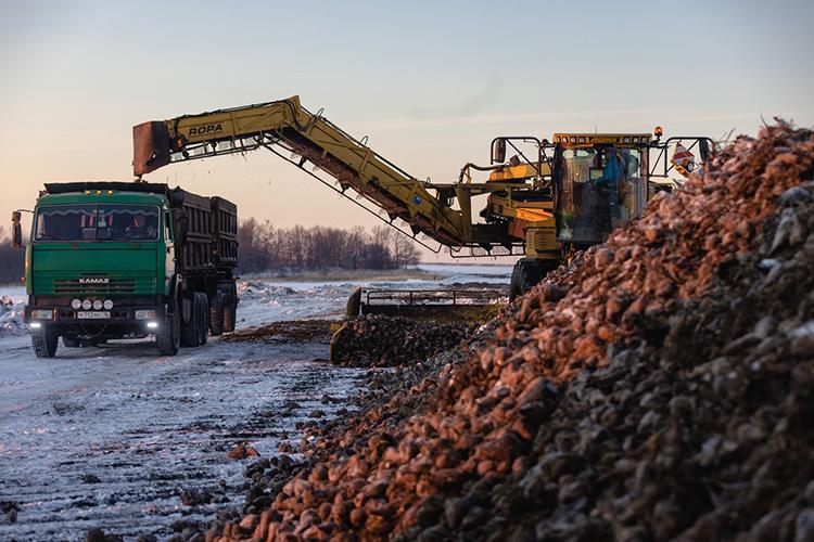 Техника—наиболее весомая всельском хозяйстве статья расходов, которая затем отражается всебестоимости продукции. Ноотнее зависит иурожайность, икачество уборки