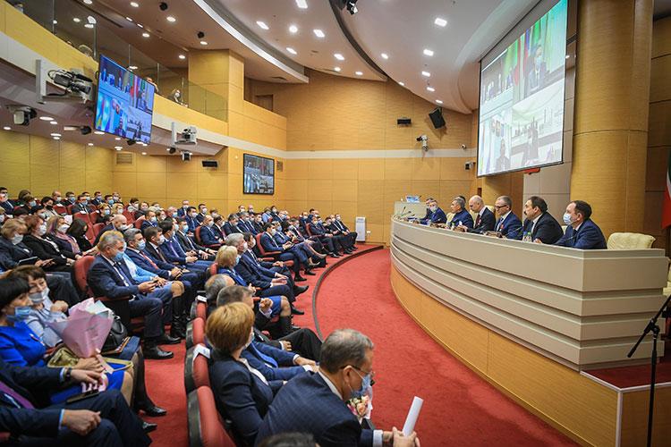 В пятницу на заседании финорганов РТ Марат Сафиуллин сообщил, что из 50 тысяч татарстанских «вмененщиков» 43% уже подали заявление о смене режима налогообложения, и из них 86% выбрали УСН и 14% — ПСН