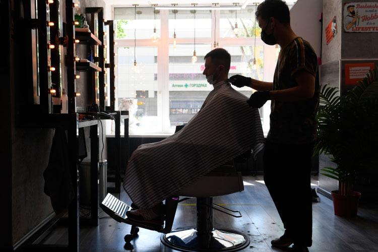 Возможный доход ИП-парикмахера, у которого помимо себя был еще один сотрудник, в следующем году составит 1,3 млн рублей вместо 740 тысяч. Соответственно вырастет и налог