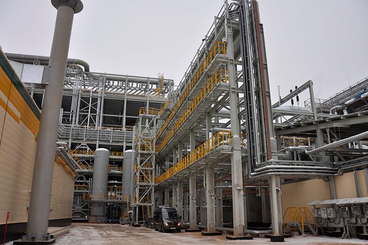 Новое производство позволяет ежегодно перерабатывать 3,7 млн т сырья, а объем выпускаемого дизтоплива по стандартам «Евро-6» вырастет с 4 млн до 7,6 млн т в год