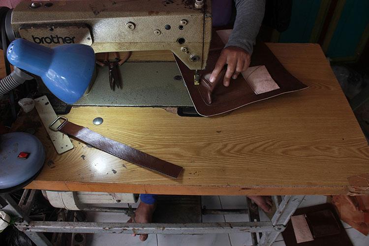 ООО«Кожгалантерейная фабрика» - это единственная извсех фирм, существующая посей день, находится она вКазани, наул.Гладилова. Занимается производством чемоданов, дамских сумок идругих изделий изкожи