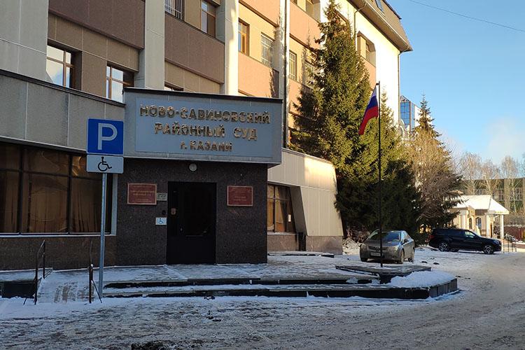 В субботу, 19 декабря, в Ново-Савиновский райсуд Казани доставилибывшего первого замглавы минпромторга РТВладимира Соловьева, который подозревается вразвратных действиях вотношении несовершеннолетней