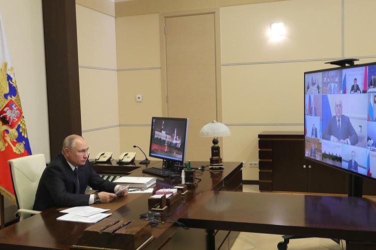 Владимир Путин провелпервое заседаниенового состава Государственного советаРФизсвоей резиденции вНово-Огарево, остальные участники подключились сосвоих рабочих мест