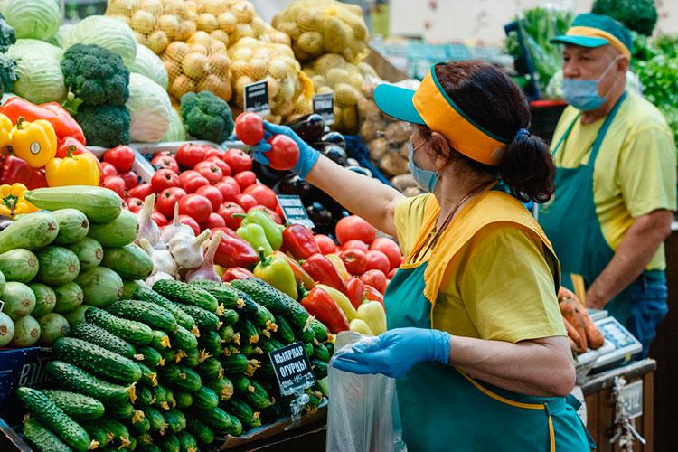 Подорожала и плодоовощная продукция — в среднем на 2,9%. Сильнее всего добавили в цене огурцы (+10%) и помидоры (+6,4%)