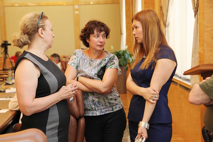 Светлана Персова (в центре), скоторой воктябре этого годанепродлилконтракт комитет ОКН Ивана Гущина, возглавила Центр архитектурно-реставрационных исследований (ЦАРИ) при КГАСУ