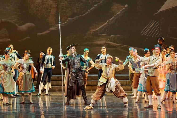«Дон Кихот» часто назначают финальным спектаклем фестивалей. Унего редкое для балета благородное происхождение отсредневековогоромана Сервантеса срыцарем, оруженосцем, прекрасной дамой имечтой осчастливить человечество