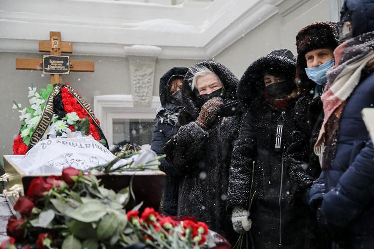 Прощание сЛоренсом Блиновым, скончавшемся на85 году жизни,прошло сегодня вКазани весьма символично— водворе Союза композиторов Татарстана под завывание снежной метели