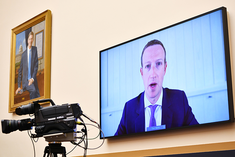 «Facebook был придуман в2003 году, ав2008-м онуже начал эксперименты поманипулированию людьми— они вэтом признались»