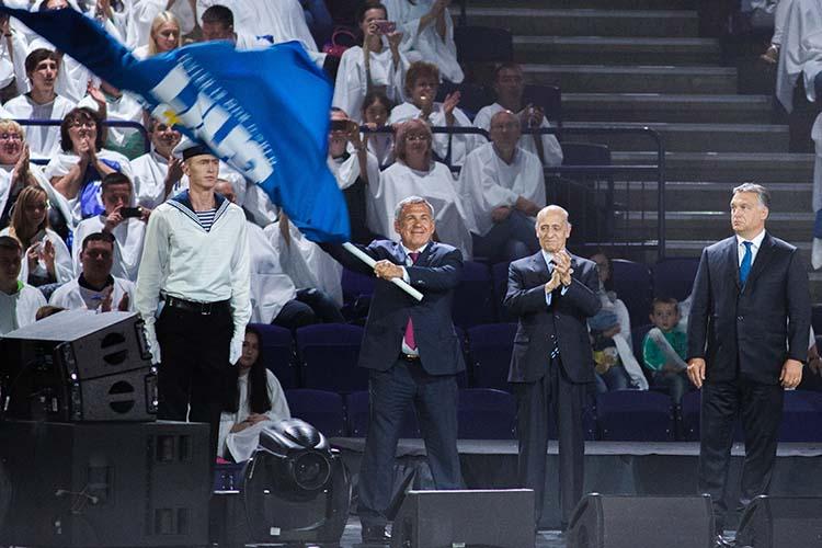 Руководство ФИНА оценило организациюЧМ-2015насамом высоком уровне, аеепрезидентХулио Маглионе (в центре)назвал казанский турнир лучшим вистории