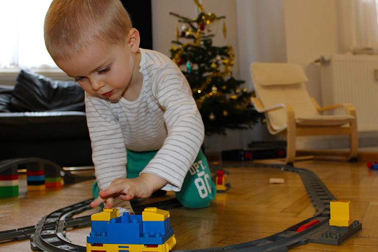 Декабрьский рост активности покупателей наметился сразу после выплаты семьям 21декабря «новогодних» 5тыс. рублей наодного ребенкадосеми лет