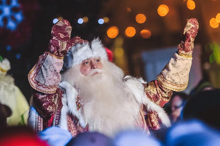 Я, наверное, единственный вгороде Дед Мороз, который умеет читатьрэп. Это всегда производит впечатление