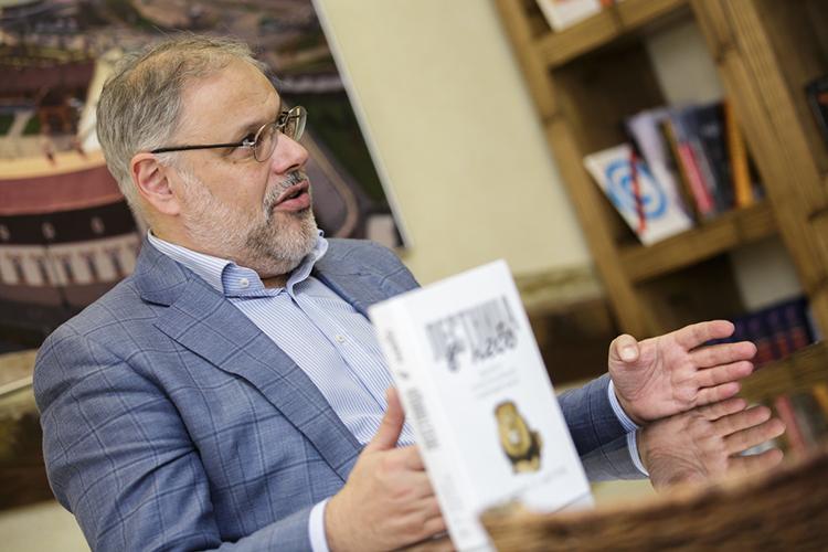«Михаил Леонидович (на фото) говорит: нам нужен левый поворот, ипоэтому Путин его вот-вот осуществит. Для меня это логический разрыв. Нам, всему народу России, нужен левый поворот— это японимаю. Азачем оннужен Путину?»