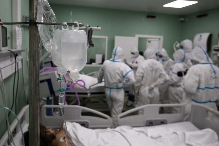 «Мы узнали — что специфического эффективного лечения против этого коронавируса как не было, так и нет. И все разговоры о фавипиравирах и прочих «чудодейственных» препаратах, которые снижают смертность в три, четыре раза — ложь!»
