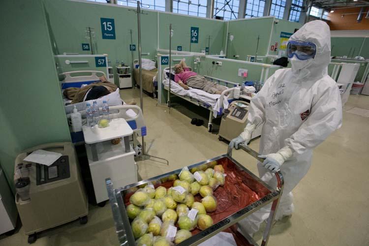 «Когда в начале всей этой паники я был в программе Соловьёва на канале «Россия», и он меня всё время спрашивал: «Чем вы будете лечить ковид?» — Я ответил: «Аскорбинкой и чаем с лимоном». Нет у нас универсального лекарства от этого коронавируса!»