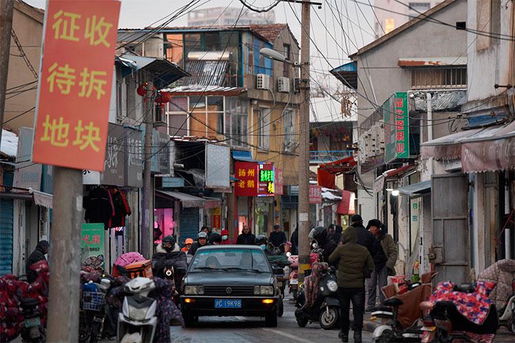 Китаю уже давно пора снизить размеры накопления, инвестиций встране, потому что это усугубляет дисбалансы изаставляет ихстроить ненужную инфраструктуру ижилье
