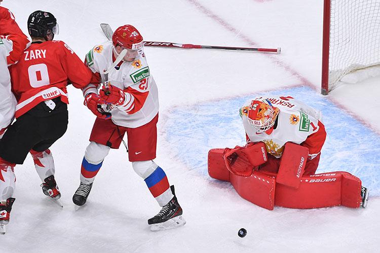Ярослав Аскаров стабильно на протяжении всего матча терял клюшку — из-за этого, в частности, нам забросили вторую шайбу
