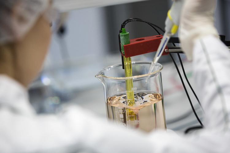 «Технологии искусственного выращивания мяса изклеток уже применяются. Уже вТель-Авиве есть экспериментальный ресторан, где можно наблюдать, как выращивают куриное мясо изклеток влабораторных условиях»