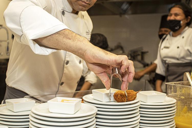«Честные рестораны, соблюдающие правила, проигрывают вконкурентной борьбе нарушителям»