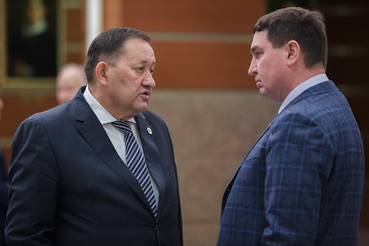 Наступень верх, на30 место, поднялся исполнительный директор ГЖФ при президенте РТМарат Зарипов (справа).Оннеслучайно открыл вторую пятерку ивнашемТоп-50строителей Татарстана