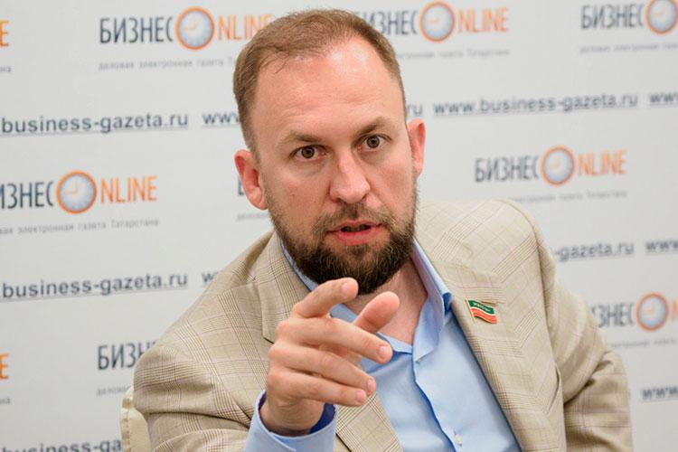 Альмир Михеев: «Именно сейчас, мне кажется, надо бы дать людям вертолетные деньги, пусть самым малоимущим слоям»