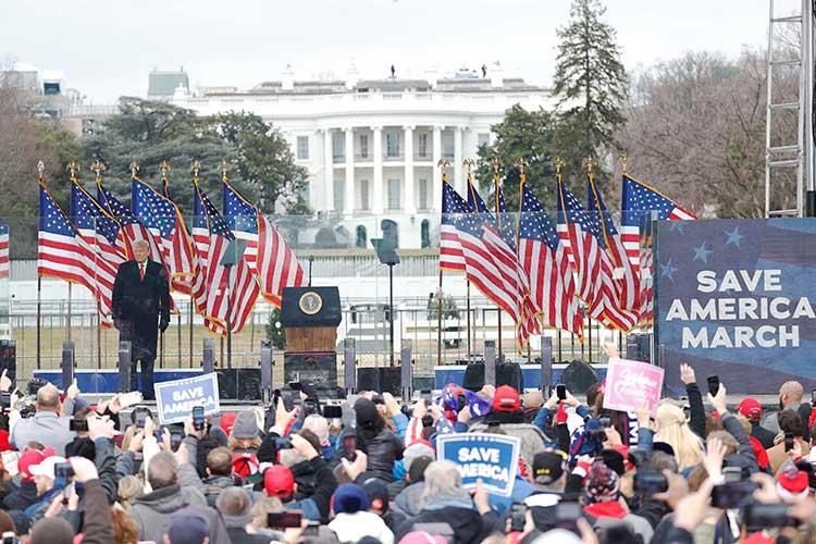 6января Трамп обратился кдесяткам тысяч своих сторонников спризывом идти кзданию Конгресса, чтобы «мирно ипатриотично сделать так, чтобы вас услышали»