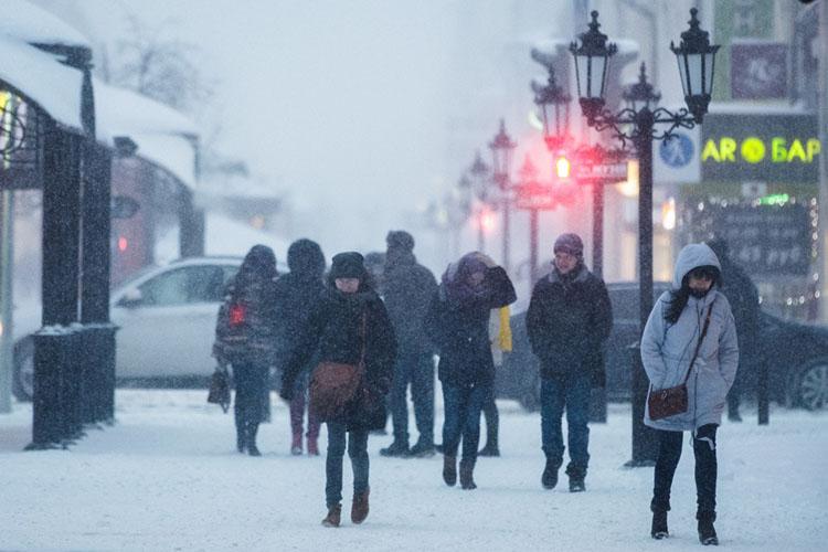 Через республику будет проходить атмосферный фронт южного циклона, ипогодные условия ухудшатся— прогнозируются снег, местами сильный, иметели ссущественным ухудшениями видимости. Ждем также сильный ветер порывами до15 м/с