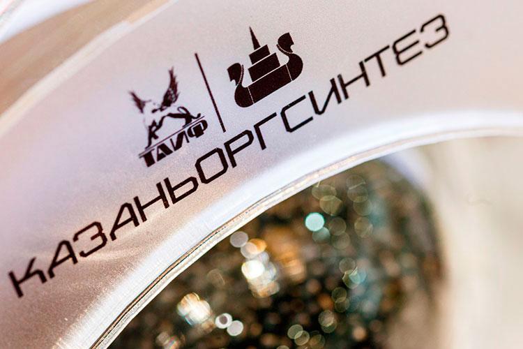 ПАО «Казаньоргсинтез» — крупнейший российский экспортер полиэтилена. 53,93% уставного капитала (56,32% обыкновенных акций) принадлежит ТАИФ, 19,87% (21,18%) — АО «Связьинвестнефтехим»