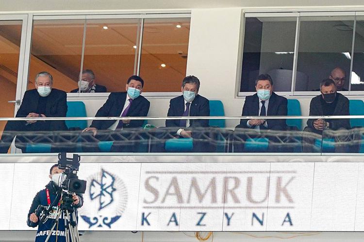 Заматчем «Барыса» и«АкБарса» наблюдали премьер-министр Казахстана икуратор клубаАскар Мамин (второй справа)игенеральный директор «Татнефти», атакже президент казанского клубаНаиль Маганов (в центре)
