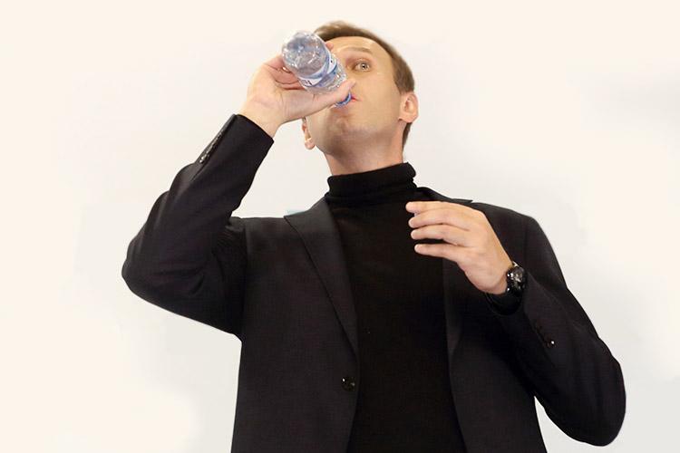 Алексей Навальныйзаявил овозвращении вРоссию: «Читаю новости, которые приходят изМосквы обо мне, ипросто диву даюсь, насколько Путин снова топает ножками итребует сделать все, чтобы яневернулся домой»
