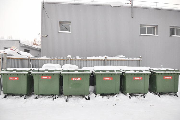 Преимущества пластиковых контейнеров вихкомпактности при значительной грузоподъёмности, мусорные контейнеры изпластика легче почти втри раза громоздкого металла
