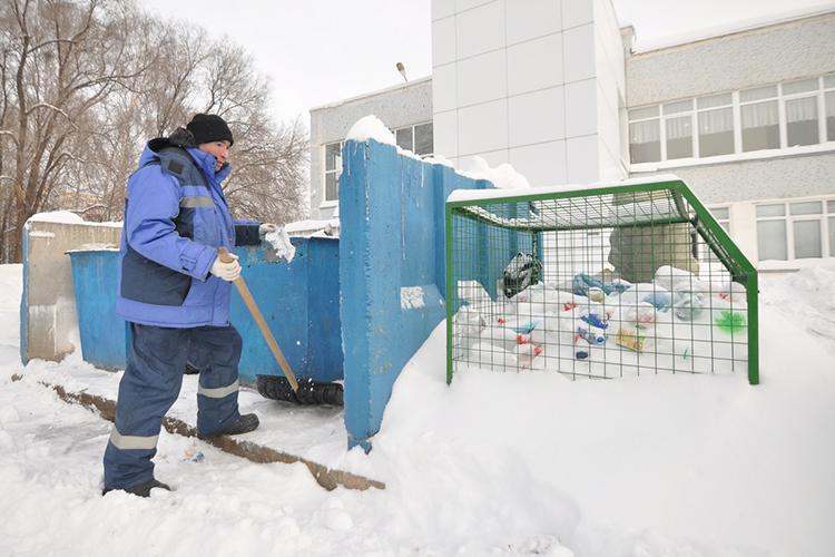 В«Гринте» обратили внимание, что для обслуживания устаревших баков приходится арендовать старые мусоровозы, аихтехническое состояние из-за износа оставляет желать лучшего