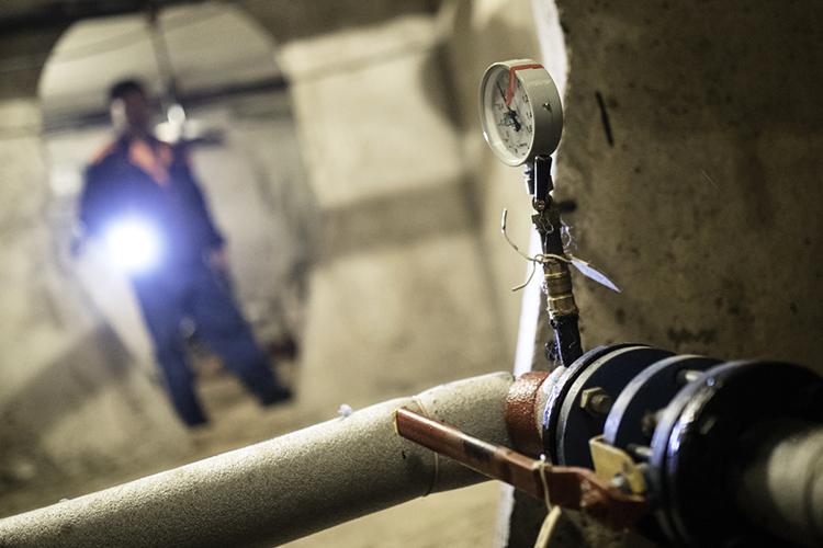 Ресурсоснабжающие организации реализуют тепло жилищным организациям исходя изпоказаний общедомовых приборов учета. Теобеспечивают прием тепловой энергии икачество предоставляемой коммунальной услуги населению
