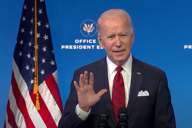 «Кто такой Байден? Байден — это ничто. Всем управляет Обама из офиса, который охраняется лучше, чем ЦРУ или Пентагон. А Байден шевелит пальцами еле-еле»