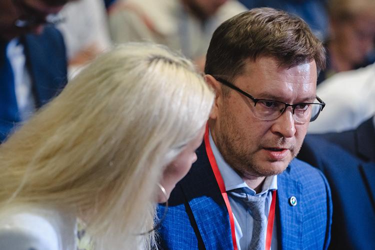 Зампредседателя Волго-Вятского банка «Сбербанка» России— управляющий отделением «Татарстан»Рушан Сахбиевсохраняет6-е место