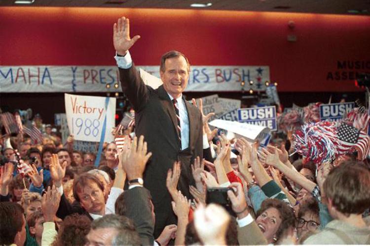 «Когда говорят, что все американские президенты стремятся ослабить Россию— это тоже передергивание имиф. Невсе знают, что, например, президент США Джордж Буш-старший, руководивший страной в1988–1992 годах, был против распада Советского Союза»